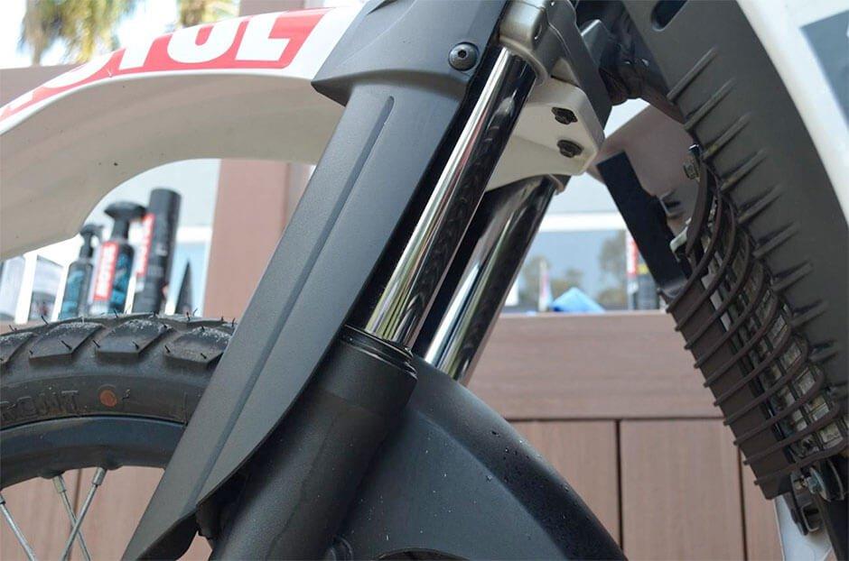 Tome cuidado com a suspensão da sua moto na quarentena.