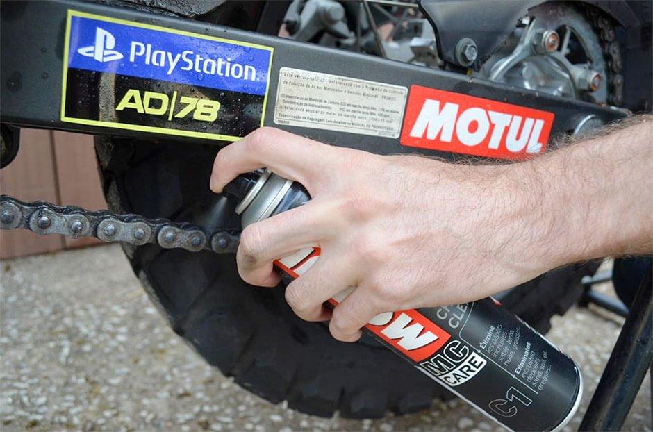 Cuidado também com a corrente da sua moto na quarentena.